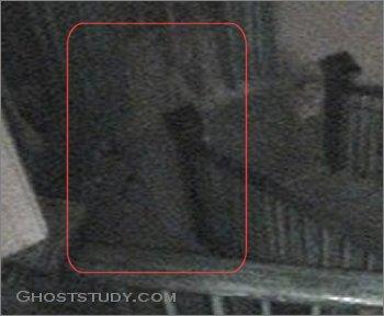 Появление призрака на камере ночного наблюдения