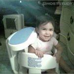 Ребенок и туманный призрак !